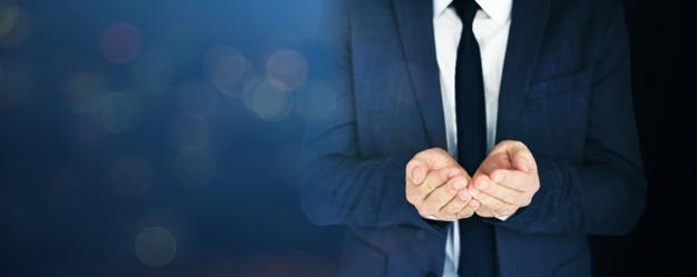 business man con mani congiunte in segno di collaborazione per fidelity chain